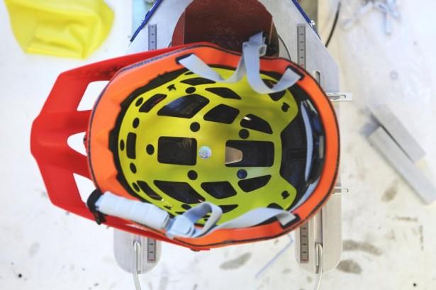 tvar-a-vnútornú-časť-helmy-má-každá-značka-špeci